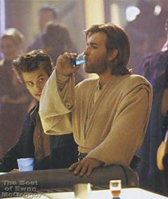 obi_wan_having_drink_aotc_1.jpg